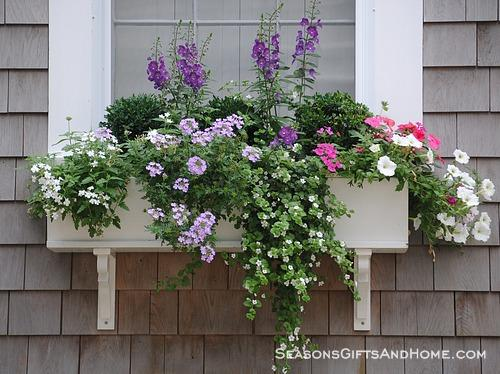 Beach cottage makeover home spun style for Craftsman style window boxes