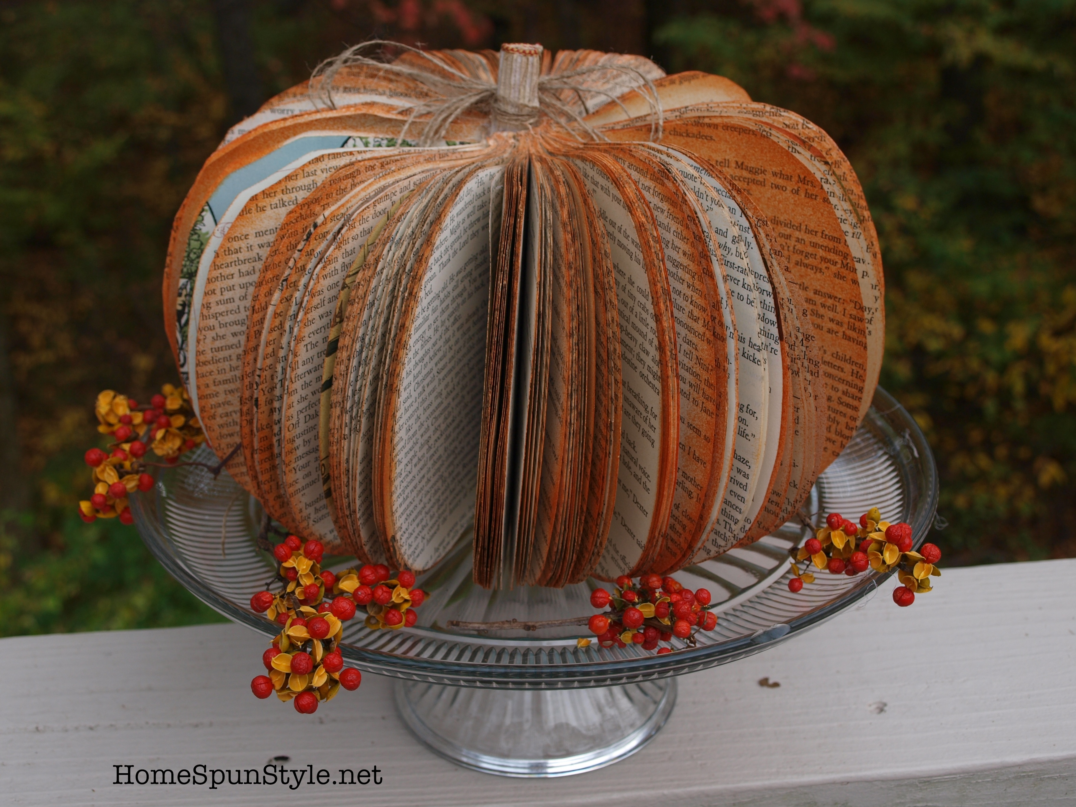 Oct 23,  · Make a nose out of air dry clay. Glue before painting. Paint the gourd brownish gold. When dry, add a mouth. Make wings out of paper towels or felt and glue on. Paint two mini pumpkins white. Glue the mini pumpkins to the top for eyes. Paint a black circle in the middle of each. Add chenille craft sticks for arms, legs, and antennae.